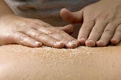 scrub massage met dode zeezout